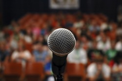 mic_and_audience_250
